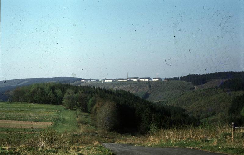 Teilansicht der Kasernen des Flak-Raketen-Abwehrbataillons