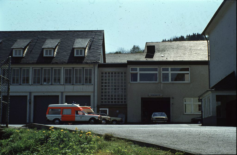 Rettungswache und Feuerwehr neben der Grundschule am Marktplatz