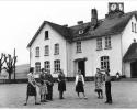 Schule Banfe mit Lehrer Strutz